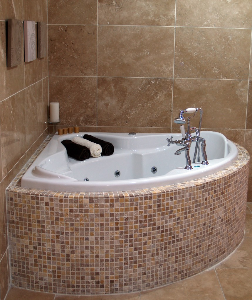 deep tubs for small spaces