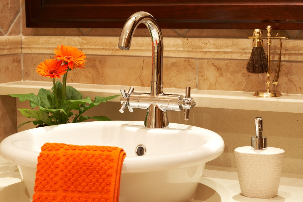 Small bathroom remodeling with large inexpensive ideas for Bathroom ideas vessel sink